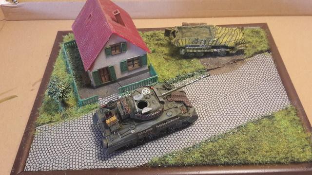 """Libération"" - Belgique 1944 --- Sherman Firefly (Armourfast 1/72) + Sd.Kfz 251 (Revell 1/72) 31-0811"