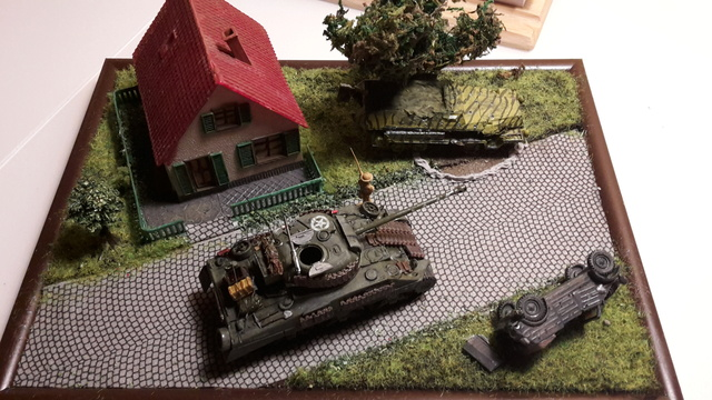 """Libération"" - Belgique 1944 --- Sherman Firefly (Armourfast 1/72) + Sd.Kfz 251 (Revell 1/72) 8-9-2013"