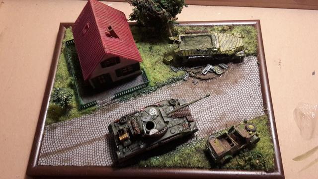 """Libération"" - Belgique 1944 --- Sherman Firefly (Armourfast 1/72) + Sd.Kfz 251 (Revell 1/72) 9-9-1712"