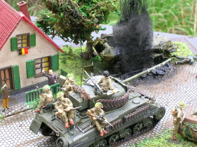"""""""Libération"""" - Belgique 1944 --- Sherman Firefly (Armourfast 1/72) + Sd.Kfz 251 (Revell 1/72) - Page 2 Dio_fi22"""
