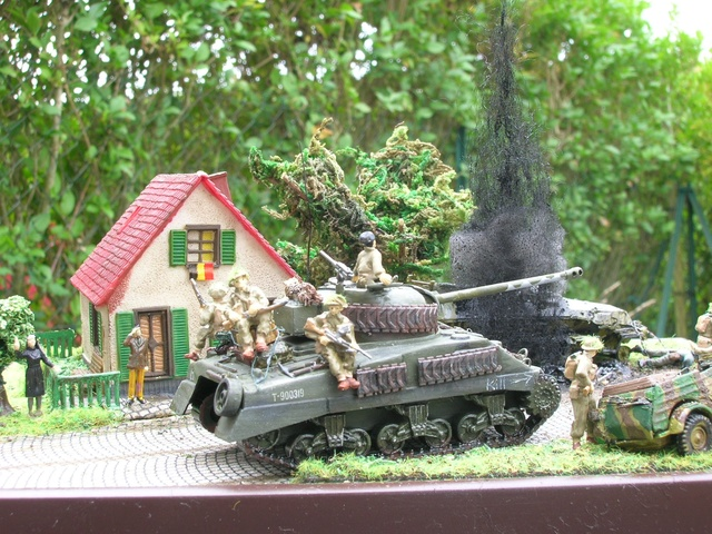 """""""Libération"""" - Belgique 1944 --- Sherman Firefly (Armourfast 1/72) + Sd.Kfz 251 (Revell 1/72) - Page 2 Dio_fi23"""