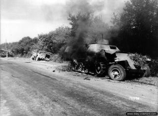 """Libération"" - Belgique 1944 --- Sherman Firefly (Armourfast 1/72) + Sd.Kfz 251 (Revell 1/72) Sdkfz_11"