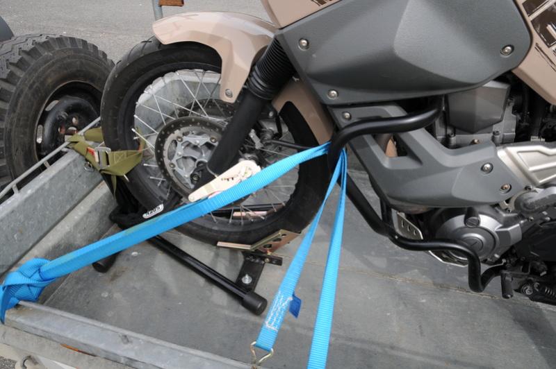 comment arrimez vous la moto sur une remorque?? - Page 3 Dsc_7610