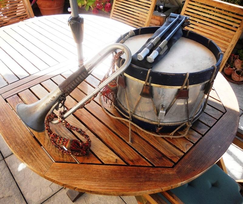 Les instruments de musique : caisses - tambours - clairons - trompettes  - Page 3 Dscn0424