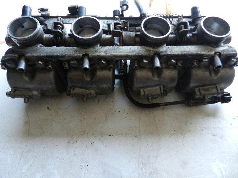 Démontage rampe carburateurs - Page 2 Dscn3310