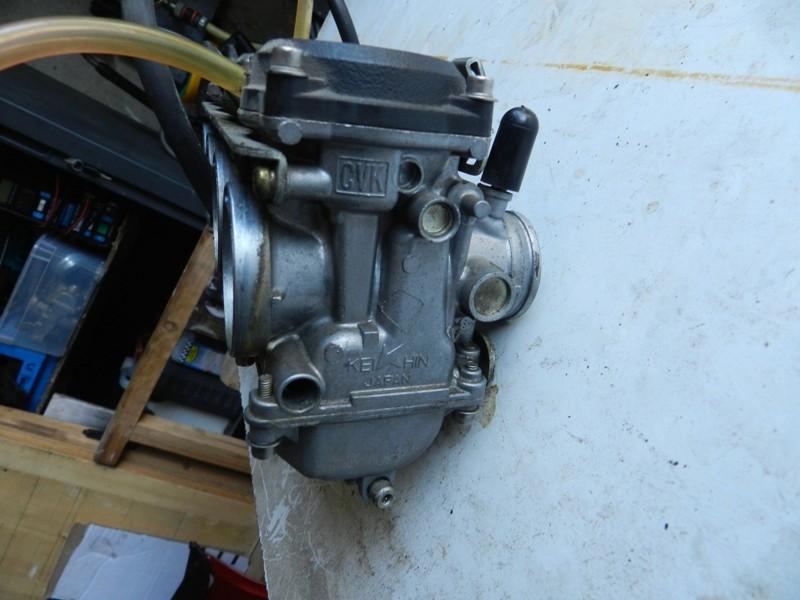 Démontage rampe carburateurs - Page 2 Dscn3312