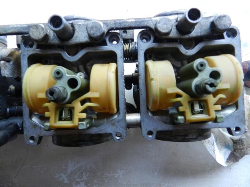 Démontage rampe carburateurs - Page 2 Dscn3318