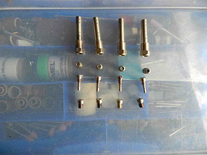 Démontage rampe carburateurs - Page 2 Dscn3327