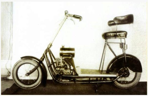 Čas: Le premier flat twin à transmission par arbre fut un scooter ! Snip_210