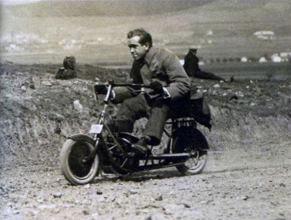 Čas: Le premier flat twin à transmission par arbre fut un scooter ! Snip_211