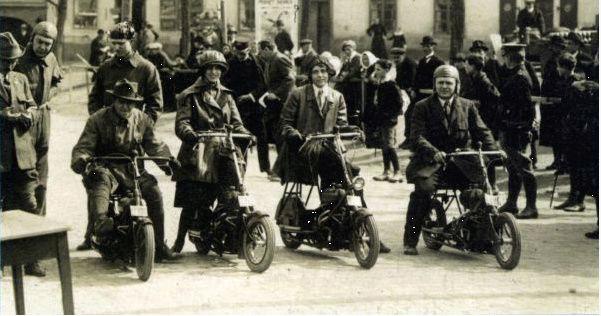 Čas: Le premier flat twin à transmission par arbre fut un scooter ! Snip_214