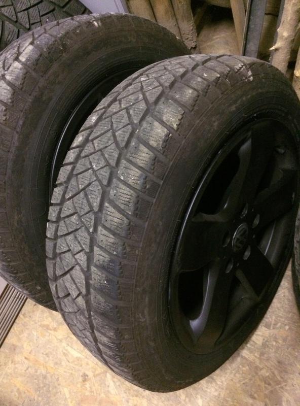 4 jantes alu noirs 17' plus pneu Dunlop 215/60R17 Img_0812