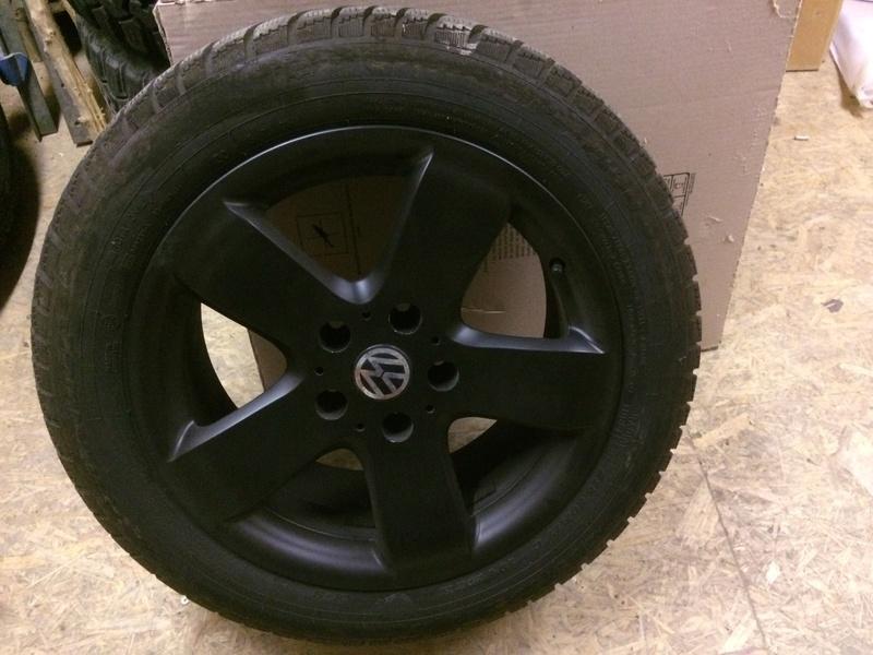 4 jantes alu noirs 17' plus pneu Dunlop 215/60R17 Img_0813