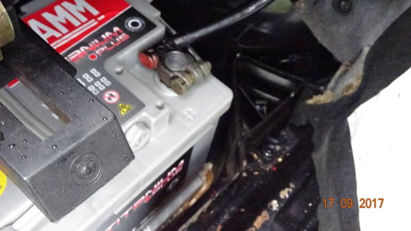cale pour roue de secours Dsc04510
