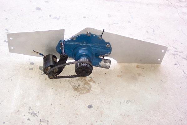 460 front motor plate, moroso water pump. 100_5012