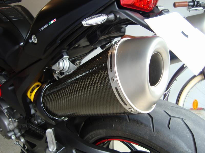 pots termignoni carbone 696/796/1100 Dsc05513