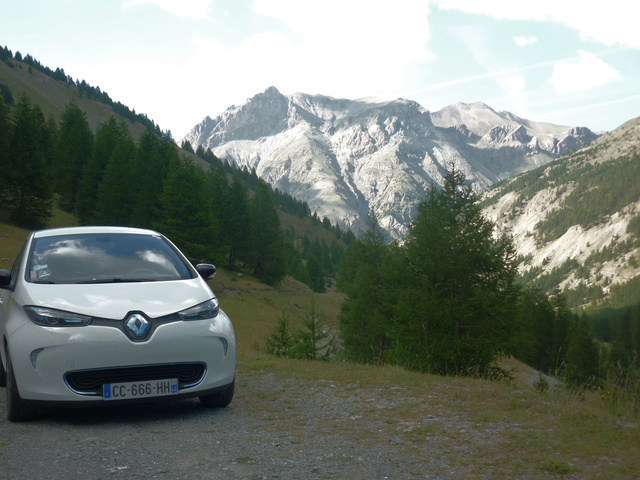 """Sur la route des """"Grandes Alpes"""" en Zoe Q210 - Page 2 P1020211"""