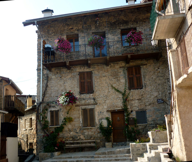 """Sur la route des """"Grandes Alpes"""" en Zoe Q210 - Page 2 P1020214"""