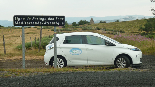 """Sur la route des """"Grandes Alpes"""" en Zoe Q210 - Page 2 P1020223"""