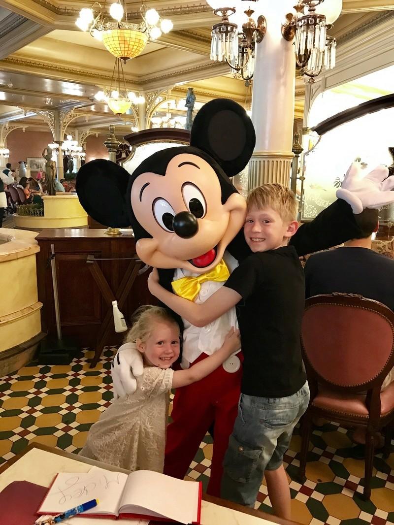 (3ème Partie) Demande en mariage devant Mickey/Voyage de noces WDW et Cruise Line/Disneyland Paris (Défilé en Limousine, Dîner dans le Château de la Belle au bois dormant)/Quelques nouvelles 3 ans après - Page 37 Img_0410