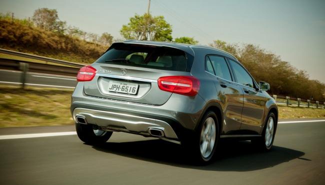 Mercado premium – Mercedes amplia vantagem sobre BMW em 2017 Merced10