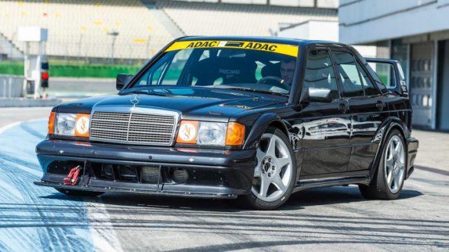 Mercedes-Benz recria o 190E 2.5-16 Evolution II para track days Merced15