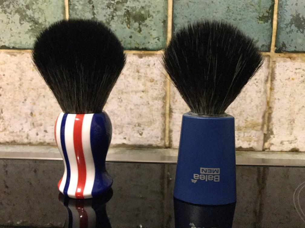YAQI : Brosse synthétique de style Tuxedo la Balustre - Page 4 Photo_26