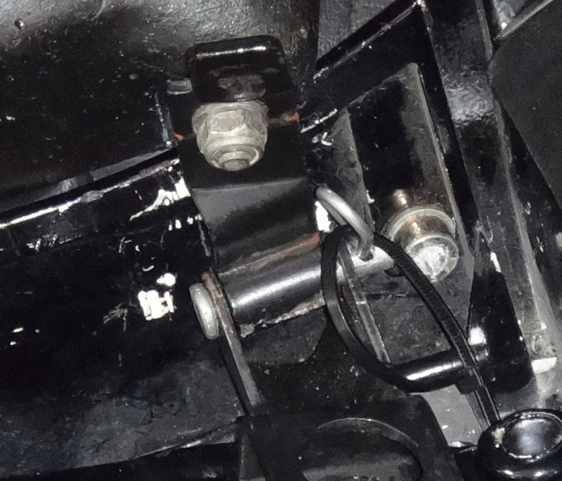 """Rear seat hinge pin """"upgrade"""" Seat_h10"""
