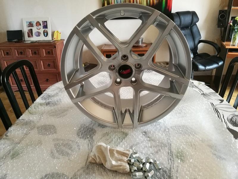 Dimensions idéal des pneus sur jantes 19/20 Ruff_210