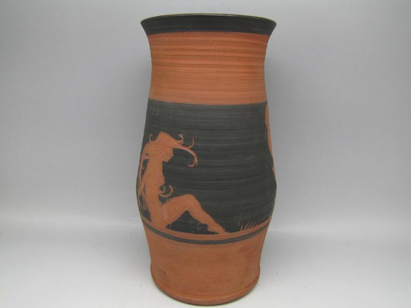 Sgraffito  terracota vase by Rectors Pottery, Caulcott, Oxon. Img_5015