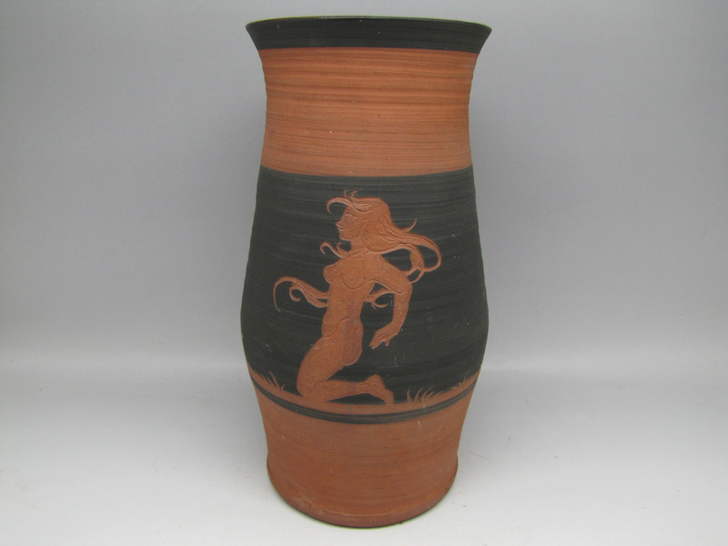 Sgraffito  terracota vase by Rectors Pottery, Caulcott, Oxon. Img_5016