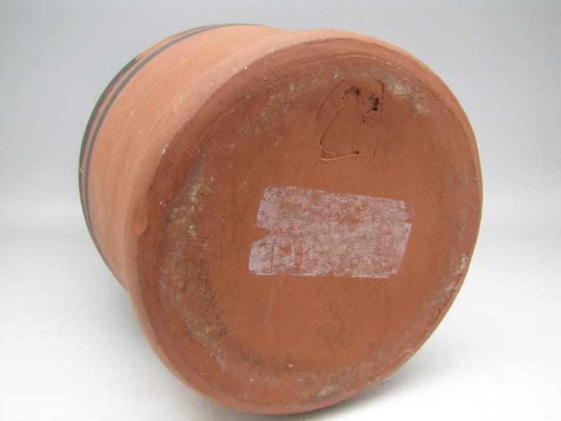 Sgraffito  terracota vase by Rectors Pottery, Caulcott, Oxon. Img_5017