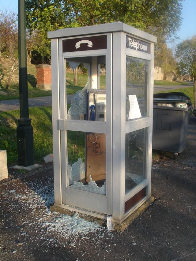 La disparition des cabines téléphoniques - Page 2 Cabine15