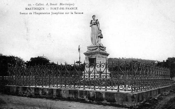 Rose de Beauharnais, impératrice Joséphine - Page 3 Statue10