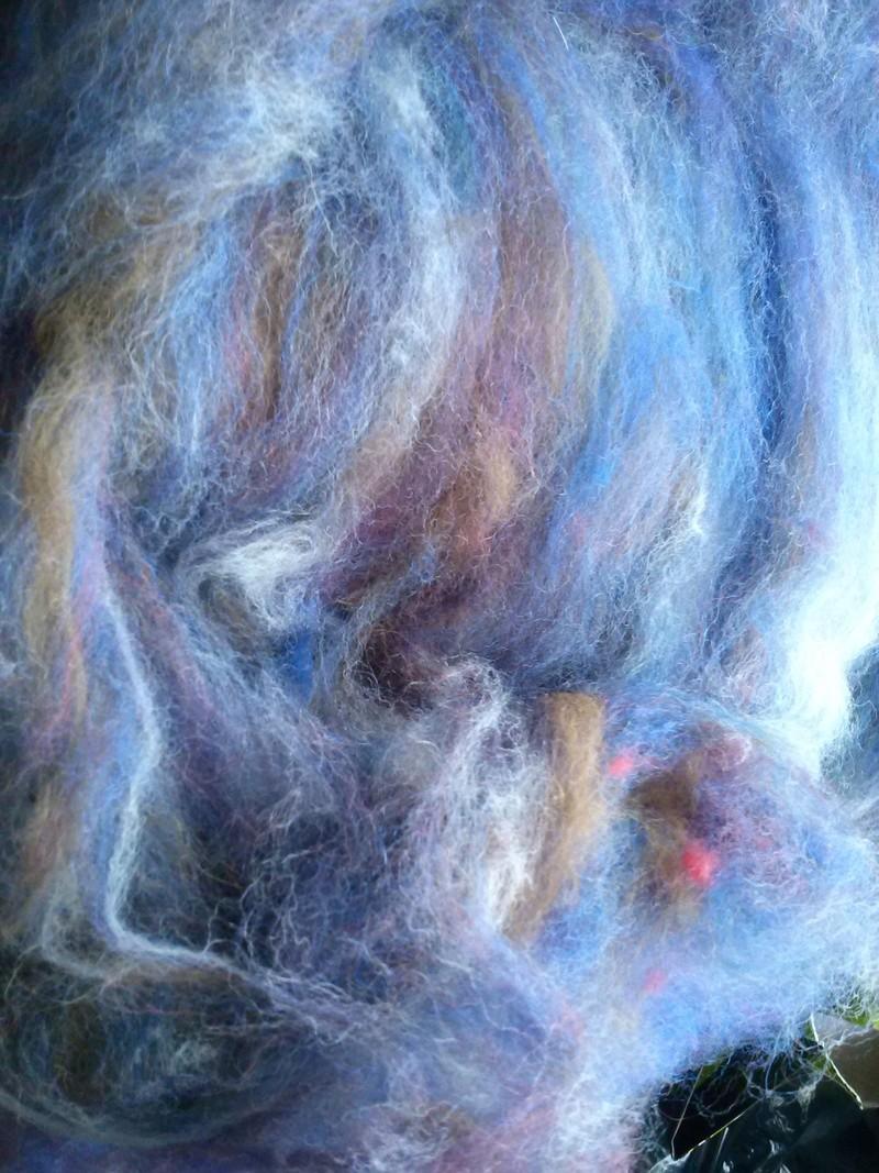 FREE FORM CROCHET à partir de Toison brute de Mouton : Robe en Laine Couleurs douces délicates Bleues Beiges Ecrues Coton perlé  Cam06311