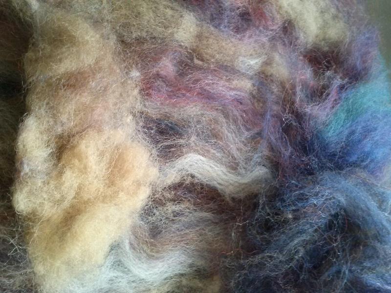 FREE FORM CROCHET à partir de Toison brute de Mouton : Robe en Laine Couleurs douces délicates Bleues Beiges Ecrues Coton perlé  Cam06512