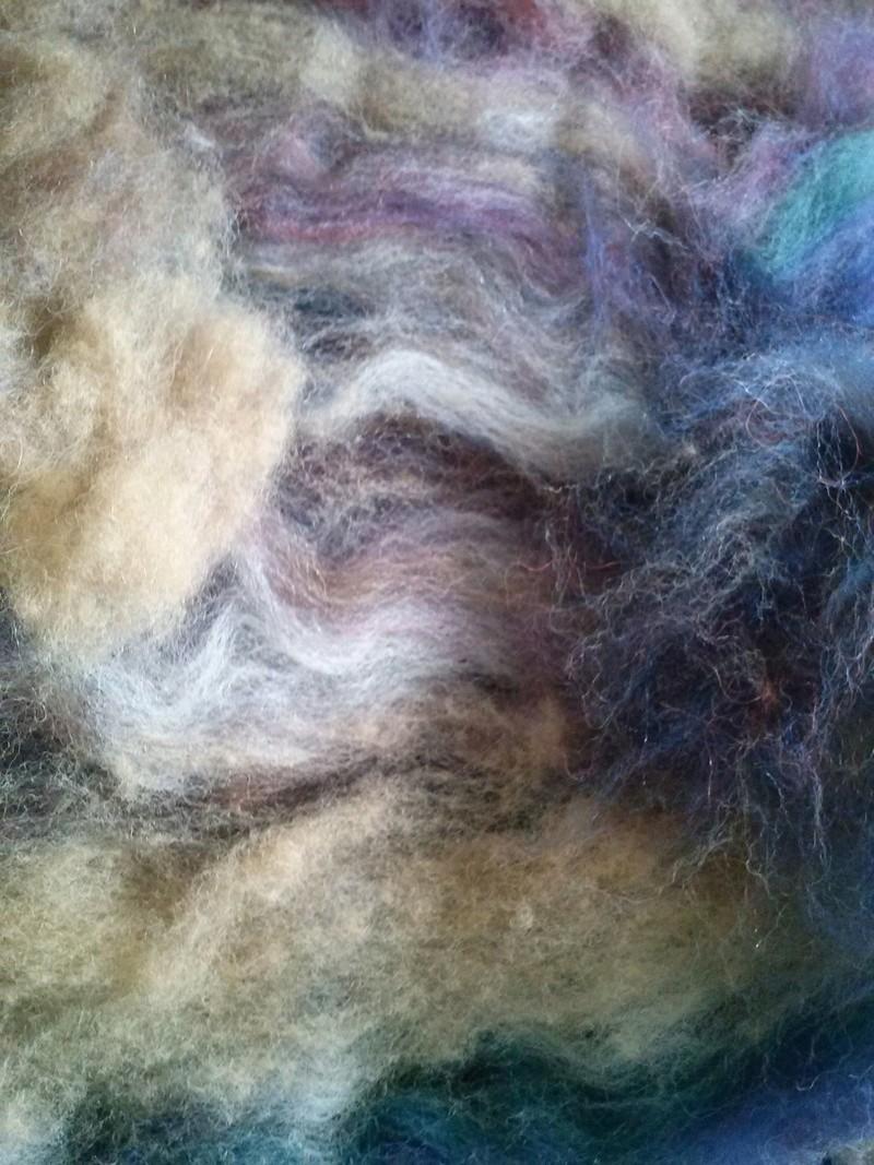 FREE FORM CROCHET à partir de Toison brute de Mouton : Robe en Laine Couleurs douces délicates Bleues Beiges Ecrues Coton perlé  Cam06523