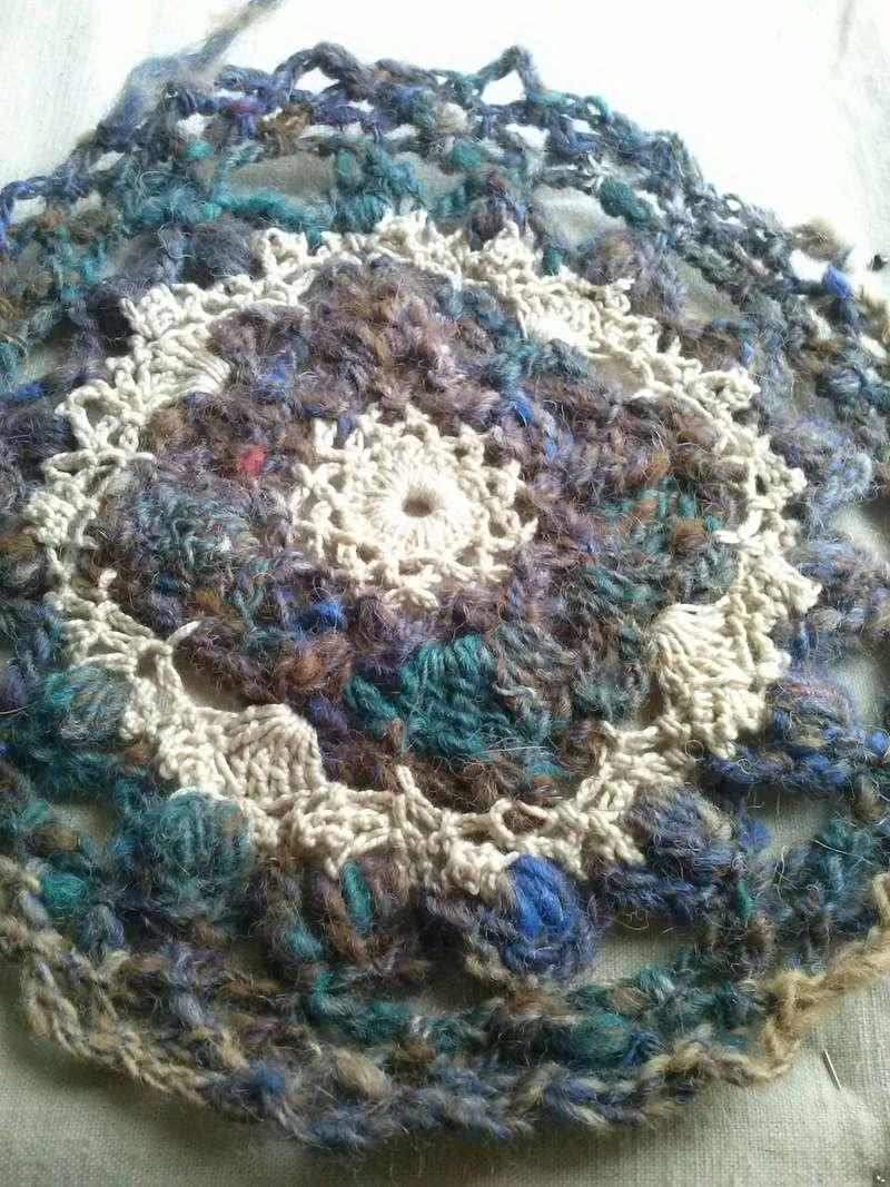 FREE FORM CROCHET à partir de Toison brute de Mouton : Robe en Laine Couleurs douces délicates Bleues Beiges Ecrues Coton perlé  Cam07115