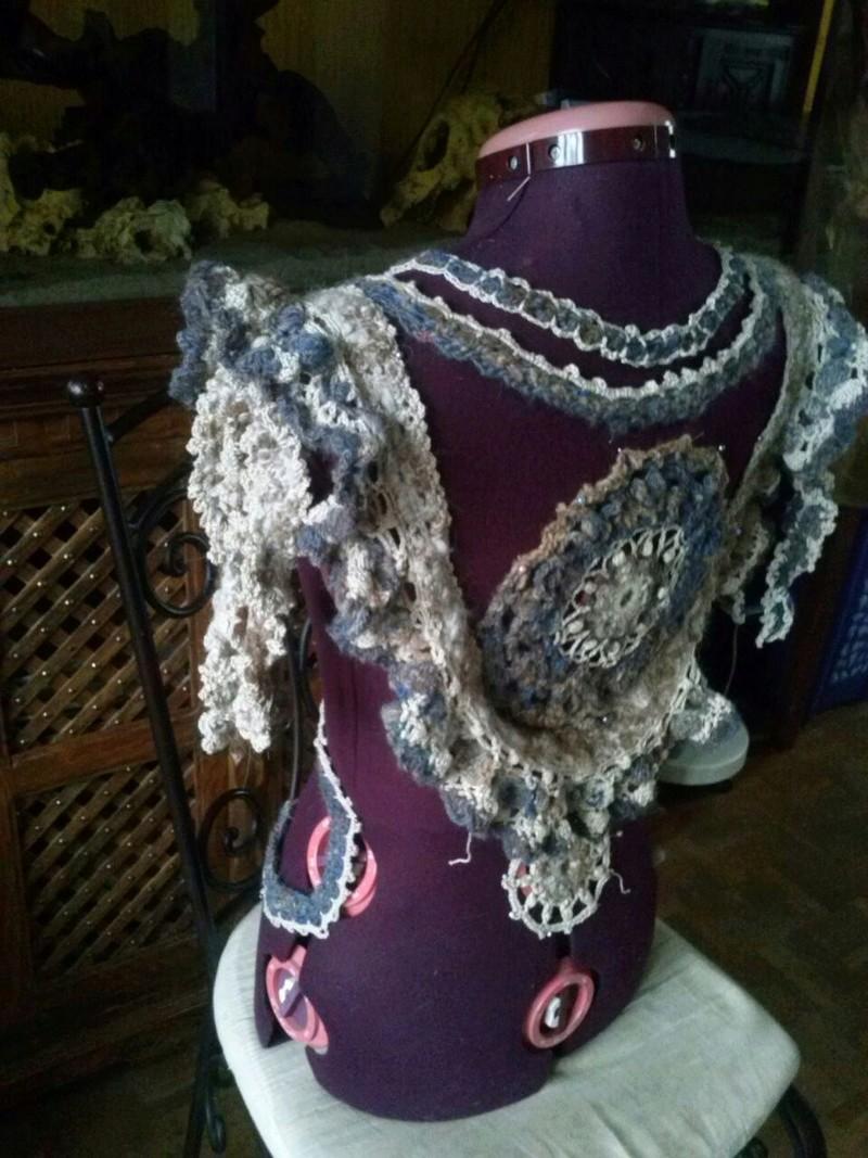 FREE FORM CROCHET à partir de Toison brute de Mouton : Robe en Laine Couleurs douces délicates Bleues Beiges Ecrues Coton perlé  Cam07815