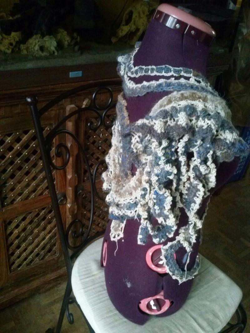 FREE FORM CROCHET à partir de Toison brute de Mouton : Robe en Laine Couleurs douces délicates Bleues Beiges Ecrues Coton perlé  Cam07816