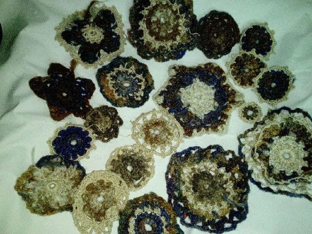 FREE FORM CROCHET à partir de Toison brute de Mouton : Robe en Laine Couleurs douces délicates Bleues Beiges Ecrues Coton perlé  Lama_118