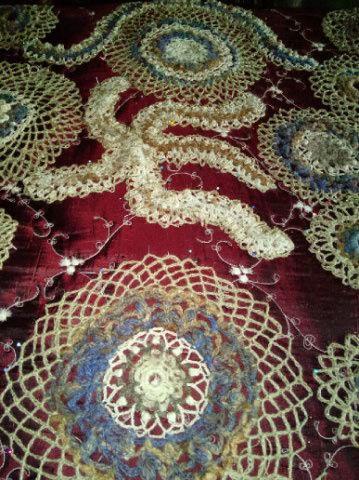 FREE FORM CROCHET à partir de Toison brute de Mouton : Robe en Laine Couleurs douces délicates Bleues Beiges Ecrues Coton perlé  Lama_123