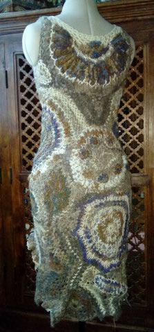 FREE FORM CROCHET à partir de Toison brute de Mouton : Robe en Laine Couleurs douces délicates Bleues Beiges Ecrues Coton perlé  Lama_211