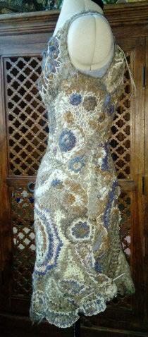 FREE FORM CROCHET à partir de Toison brute de Mouton : Robe en Laine Couleurs douces délicates Bleues Beiges Ecrues Coton perlé  Lama_212