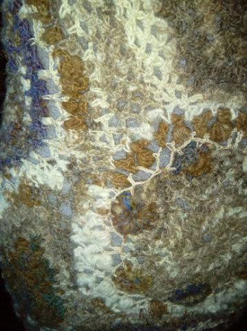 FREE FORM CROCHET à partir de Toison brute de Mouton : Robe en Laine Couleurs douces délicates Bleues Beiges Ecrues Coton perlé  Lama_317