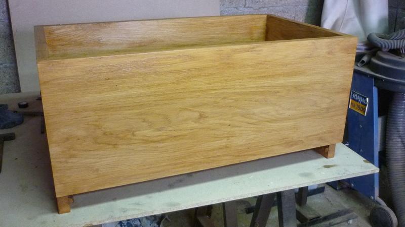 Caisse a bois ordinaire mais pas que P2610