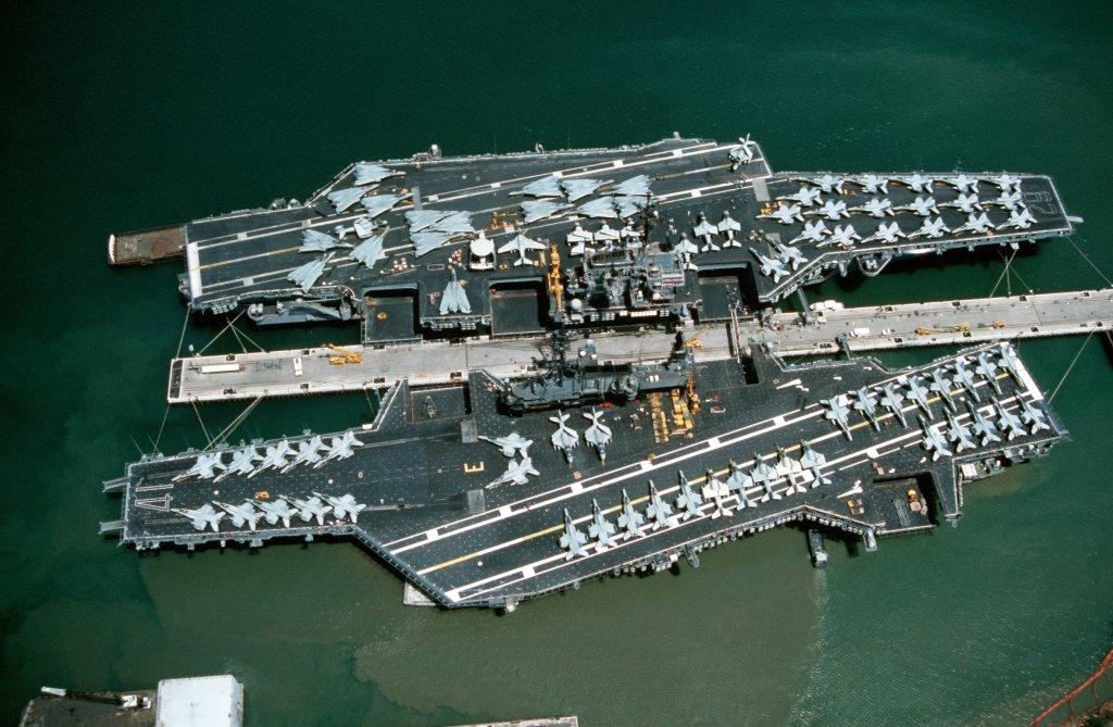 [USS Midway CVA-41] Porte avions lourd américain-700e-Orange Hobby - Page 2 02625210