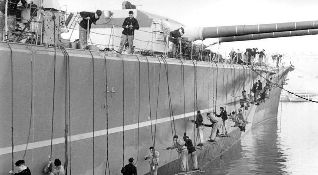 Grande grue 250 t port de Hambourg et Bismarck au 1/350 - Page 6 Bismar10