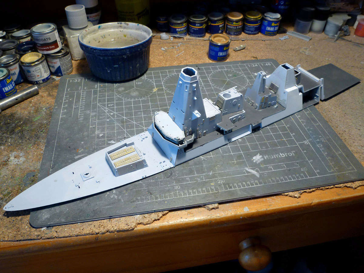 HMS DRAGON Destroyer Type 45 Airfix 1/350 + P.E Bigblueboy - Page 2 Hms_dr29