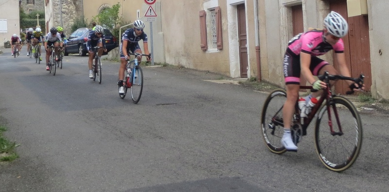 quelques autos au tour cycliste international de L'Ardèche  Bagnol10